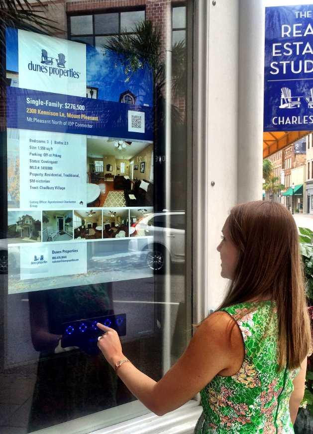 agenzia immobiliare vetrina interattiva touch screen hubanero ugentocasa ugento